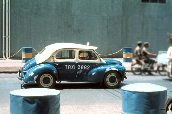 """Một thời thịnh hành của những chiếc taxi """"con cóc"""" tại Sài Gòn xưa"""