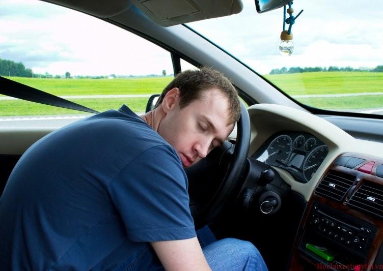 Mách bạn các cách lái xe không buồn ngủ hiệu quả