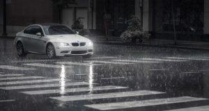 kinh nghiệm đi ô tô trời mưa