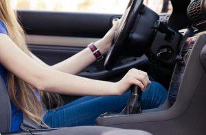 cách lái xe số sàn không bị chết máy