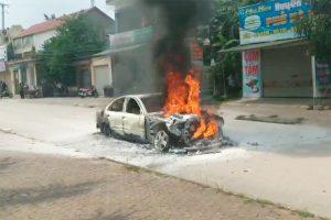 cháy xe hơi ở Nghệ An