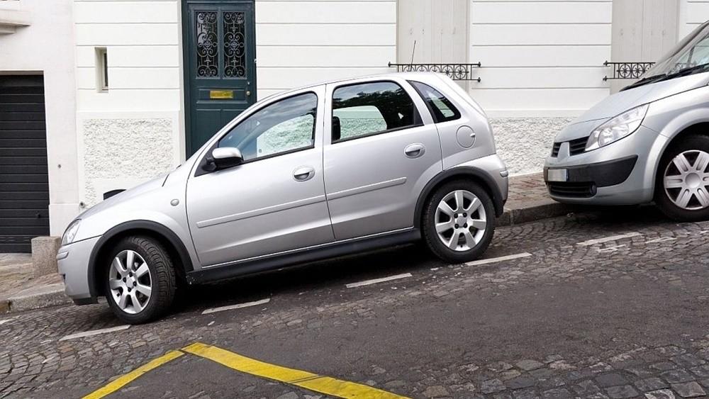 đỗ xe ô tô trên đường dốc an toàn