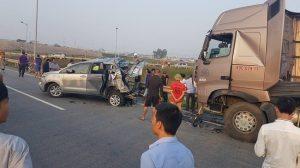 tai nạn lùi xe trên cao tốc Nội Bài- Thái Nguyên