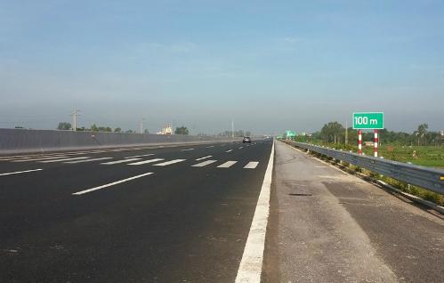ý nghĩa các vạch kẻ đường song song trên đường cao tốc