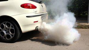 xe hơi bị nhả khói trắng